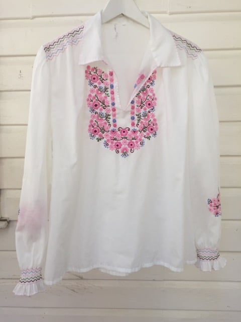 Seventies Floral Embroidered Vintage Peasant Top https://www.secondlovesvintage.com/
