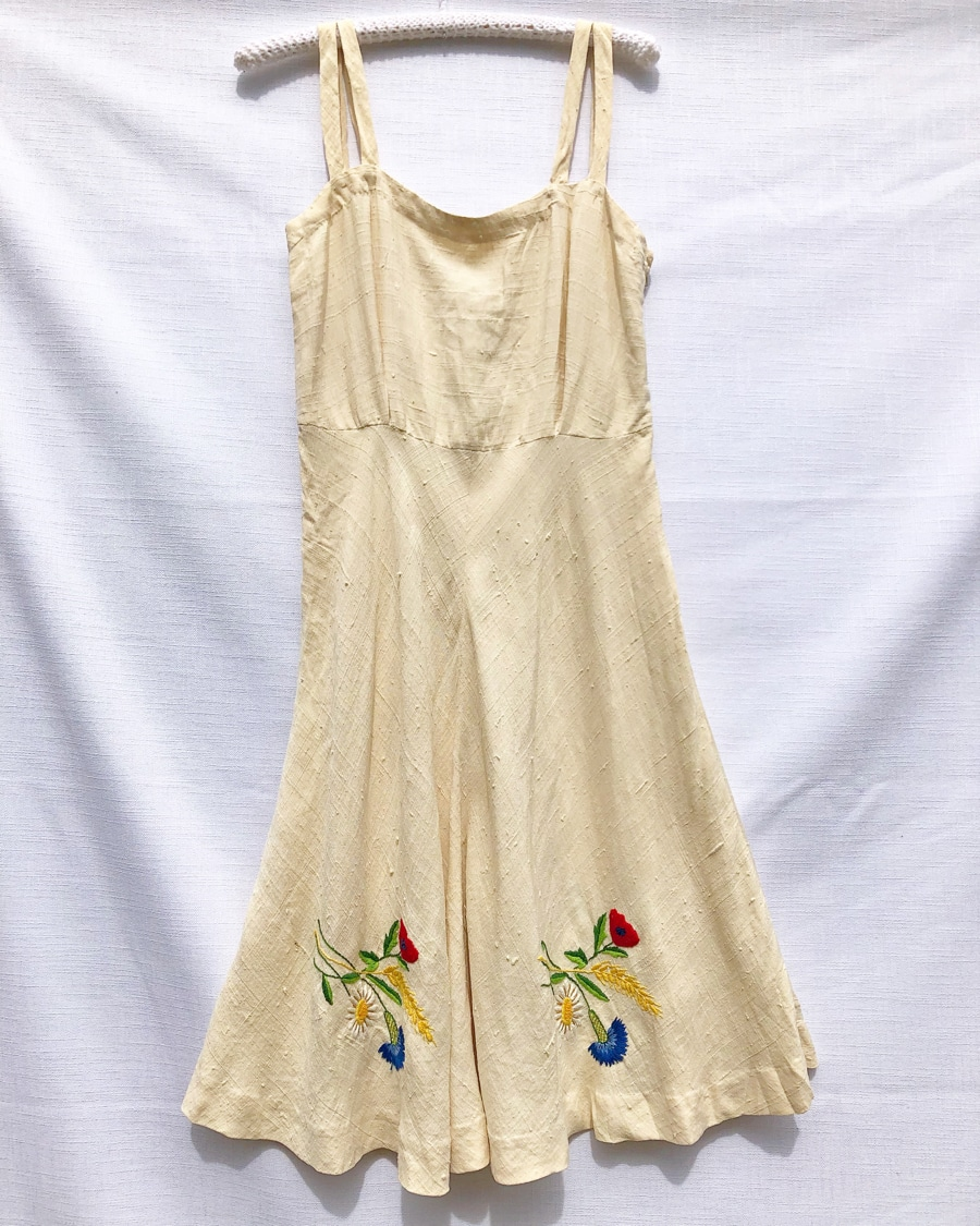 Flower Hand Embroidered Vintage Dress https://www.secondlovesvintage.com/